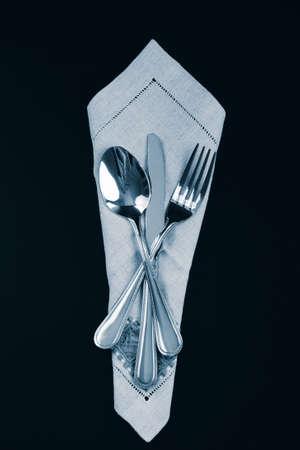 Serviette: Tenedor, cuchara y cuchillo en una servilleta