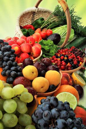 canastas de frutas: Verduras y hortalizas frescas, frutas y otros productos alimenticios. Enorme colecci�n
