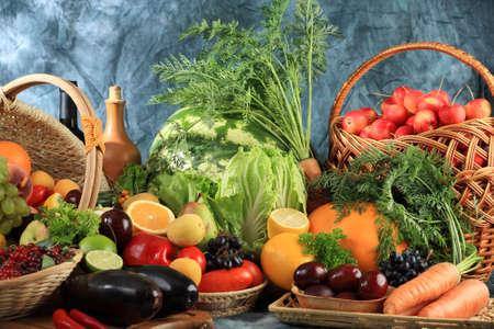 aliments: L�gumes frais, fruits et autres denr�es alimentaires. Collection �norme