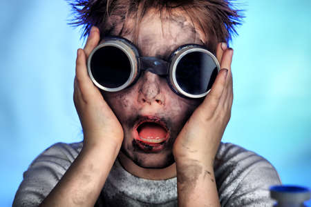 experimento: Educaci�n de fondo: Humor Adolescentes. Filmada en estudio.