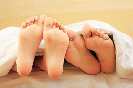 Schuss unter die Füße in einem Schlafzimmer. Standard-Bild