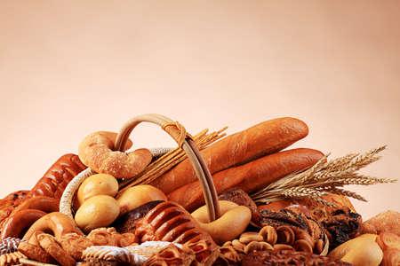viveres: Los productos alimenticios de panader�a. Filmada en un estudio.