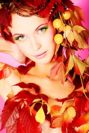 autumn hair: Portrait of a styled professional model. Theme: beauty, autumn fashion