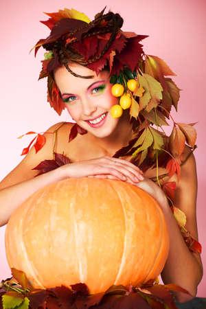 Portrait of a styled professional model. Theme: beauty, autumn fashion Stock Photo - 5736117