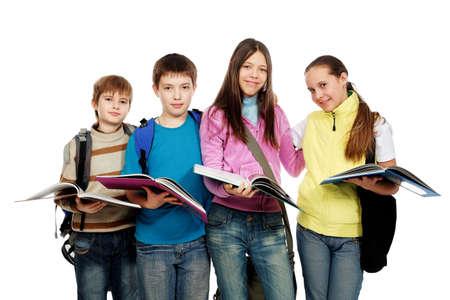 adolescentes estudiando: Tema educativo: Grupo de adolescentes emocionales pie juntos.  Foto de archivo