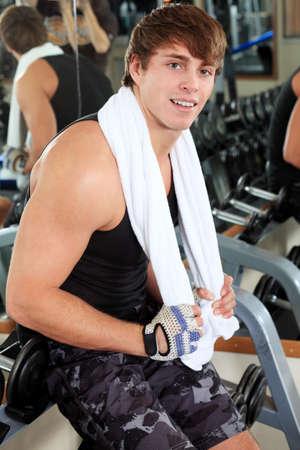 bodybuilding boy: Sporty man in the gym centre.