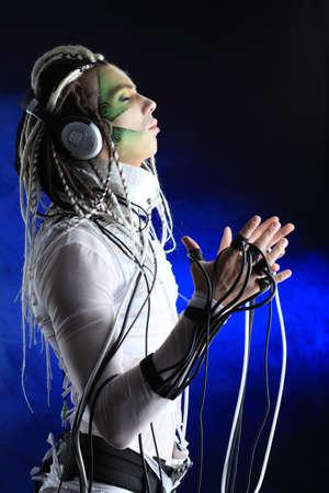 dreadlocks: Captura de un hombre joven futuro con cables. Foto de archivo