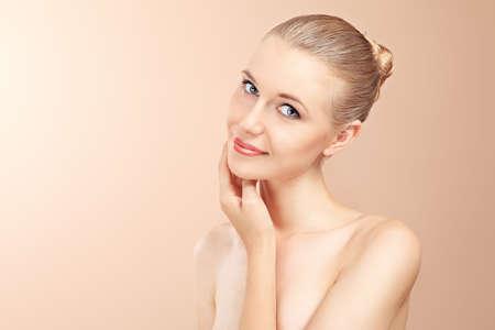 rejuvenating: Ritratto di un modello professionale con stile. Tema: bellezza, healthcare.