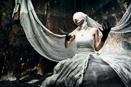 bruxa: Shot of a twilight girl in white dress. Halloween, horror. Imagens