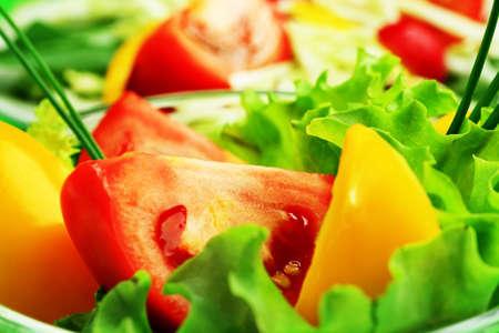 Tema de alimentos: ensalada de verdura fresca.