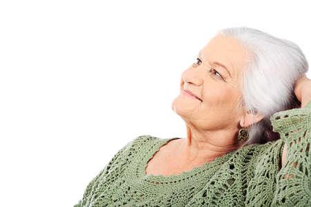 abuela: Retrato de una mujer senior sonriente. Aislados sobre fondo blanco.