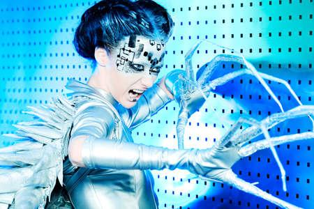 Captura de una mujer joven futurista.  Foto de archivo - 9620546