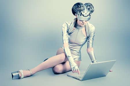 Captura de una mujer joven futurista con un ordenador portátil.