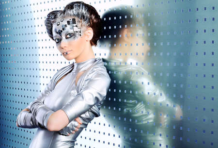 concept magical universe: Retrato de una mujer joven futurista. Foto de archivo