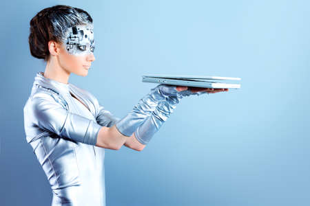 concept magical universe: Disparo de una mujer futurista joven con un ordenador port�til. Foto de archivo