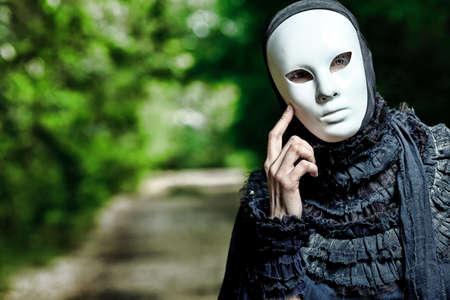 maski: Shot of a woman in maskÄ™ na sobie ubranie old-fashioned.