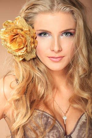 stay beautiful: Retrato de una bella mujer.