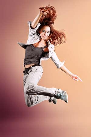 baile hip hop: Una pareja de hombre y una mujer bailando hip-hop en el estudio. Foto de archivo