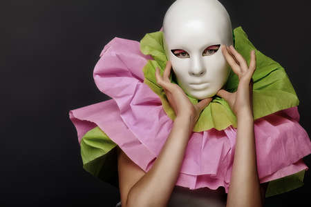 anonym: Fashion shot of an extravagant model.