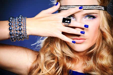 Portrait of a beautiful woman. Jewelry, make-up. Banco de Imagens