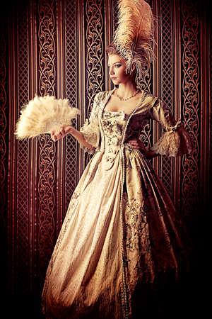 abito medievale: Ritratto di donna elegante in abito di epoca medievale. Archivio Fotografico
