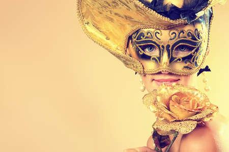 masked woman: Retrato de una mujer hermosa en traje de �poca medieval. Filmada en un estudio.