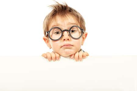 abc9906a3183e7  12267047 - Portret van een kleine jongen in bril met witte boord. Geà ¯  soleerd op witte achtergrond.