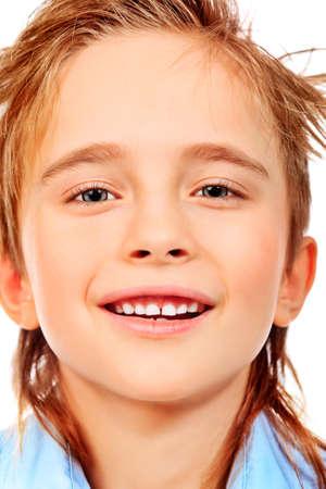 00a85809fb027d  13291914 - Portret van een 8 jaar jongen. Geà ¯ soleerd op witte  achtergrond.