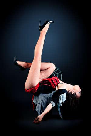 Modernes Ballett-Tänzerin posiert im Studio.