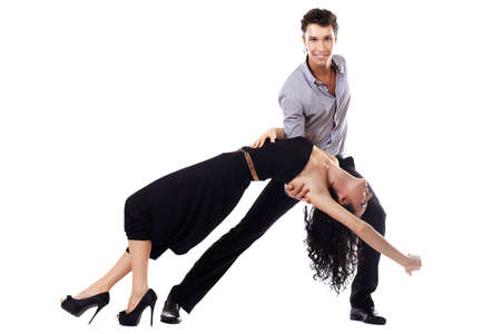 baile salsa: Hermosa pareja de artistas profesionales bailan danza apasionada. Aislado en blanco. Foto de archivo