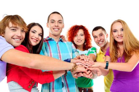 adolescentes estudiando: Un gran grupo de j�venes tomados de la mano. Amistad. Aislado en blanco.