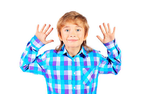 70d18e8bbd9881  17231385 - Portret van een glimlachende 9 jaar jongen. Geà ¯ soleerd op  witte achtergrond.