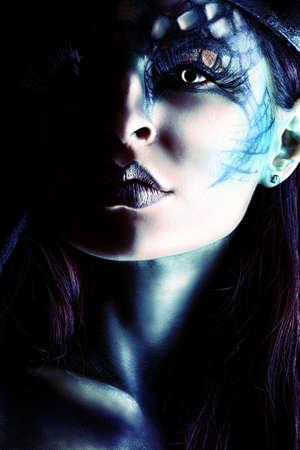demon: Close-uo Portret piękne i przerażające kobiety diabła. Projekt artystyczny.