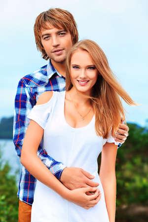 Portrait eines jungen Menschen in der Liebe genießen, zusammen zu sein.