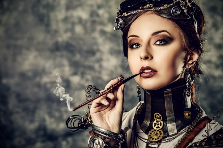 Portret van een mooie steampunk vrouw over grunge achtergrond.