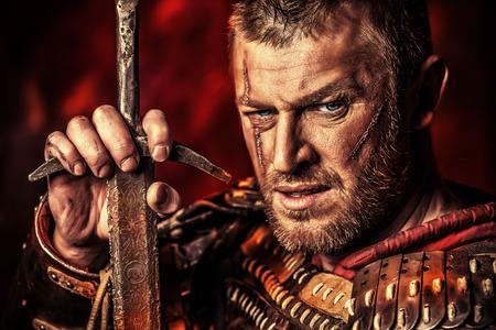 剣と鎧で勇気がある古代の戦士の肖像画。 写真素材