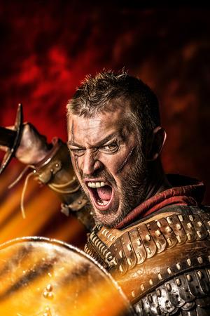 剣と盾と鎧で勇敢な古代戦士の肖像画。 写真素材