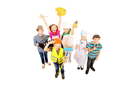 Un grupo de niños vestidos con trajes de diferentes profesiones. Aislado en blanco. Foto de archivo - 28017404