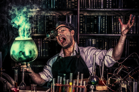 Portrait of a crazy medieval scientist working in his laboratory. Alchemist. Halloween. Foto de archivo