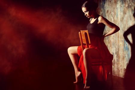 Art portrait of a beautiful Spanish girl. Latin dances. Standard-Bild