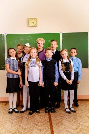 教師と学校で彼女の学生。教育。