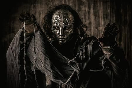 Portret van een mysterieuze man in het ijzeren masker. Steampunk. Fantasie. Halloween. Stockfoto