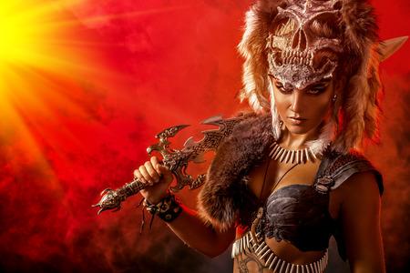 剣の戦いで美しい好戦的なアマゾン。古代時。ファンタジー。