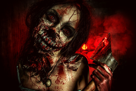斧を持つ恐ろしい流血のゾンビ少女。ハロウィーン。