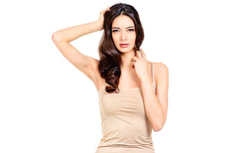 完璧な肌を持つ美しい女性。ボディケア、スパ。白で隔離されました。
