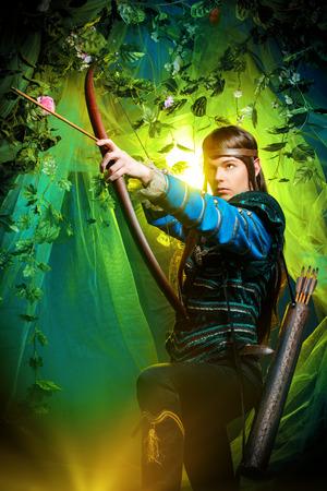 Portret van een mannelijke elf met een boog en pijlen in een magisch bos.