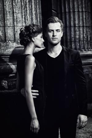Retrato en blanco y negro de un hombre hermoso y mujer. Moda foto estilo. Concepto del amor. Foto de archivo - 43650220