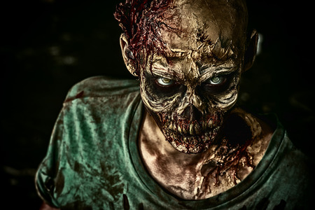 Close-up portrait of a horrible scary zombie man. Horror. Halloween. Banque d'images