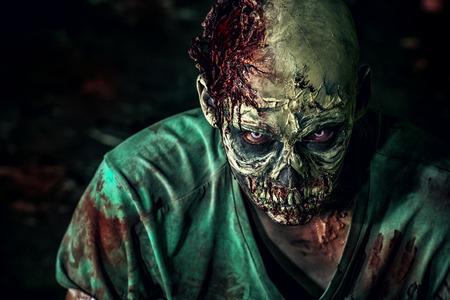 Close-up-Porträt einer schrecklich beängstigend Zombie-Mann. Horror. Halloween. Standard-Bild - 44652276