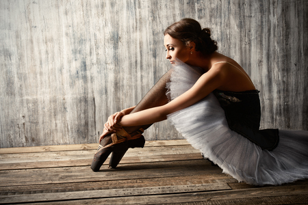 Professional ballet dancer resting after the performance. Art concept. Standard-Bild